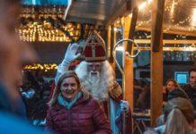 """Sinterklaas besucht mit seinen """"Zwarten Pieten"""" Ibb on Ice Fotos"""